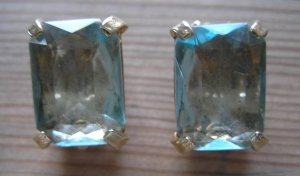 Vintage blue glass probably goldtone magnifying clip on earrings