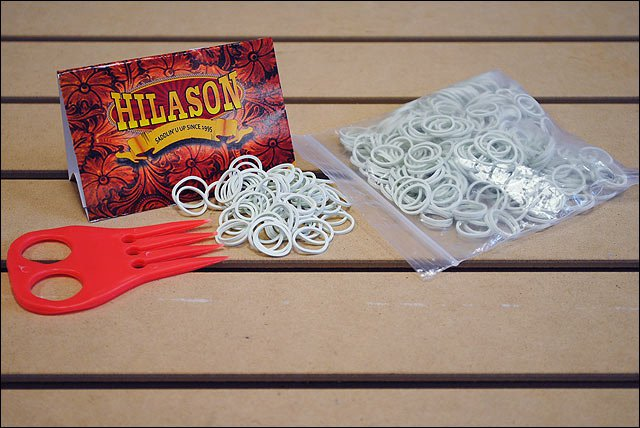HILASON HORSE TACK RUBBER BRAID BANDS WHITE WITH RED COMB