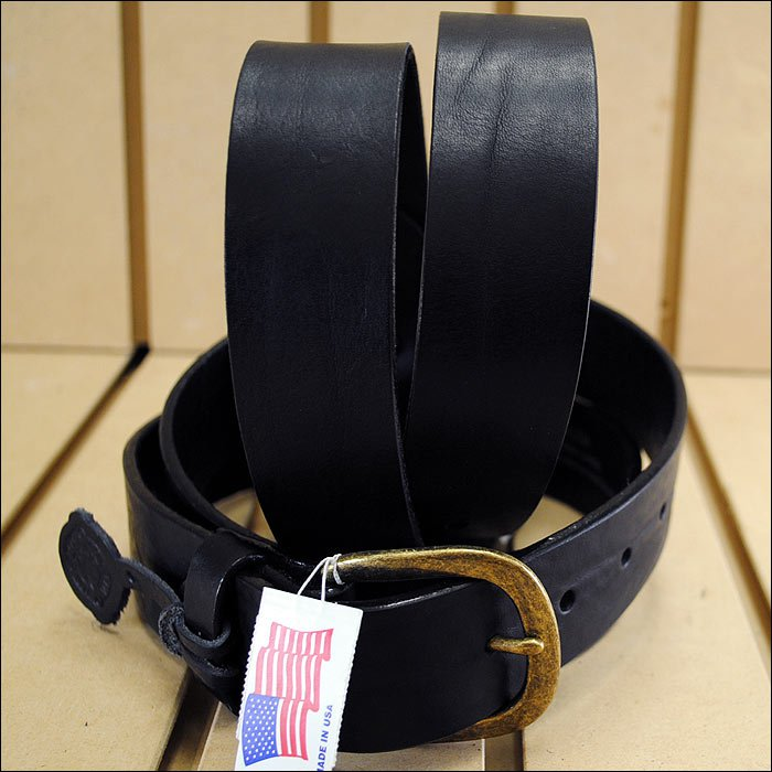 28 inch JUSTIN BASIC WORK LEATHER MANS BELT BLACK MADE IN THE USA.