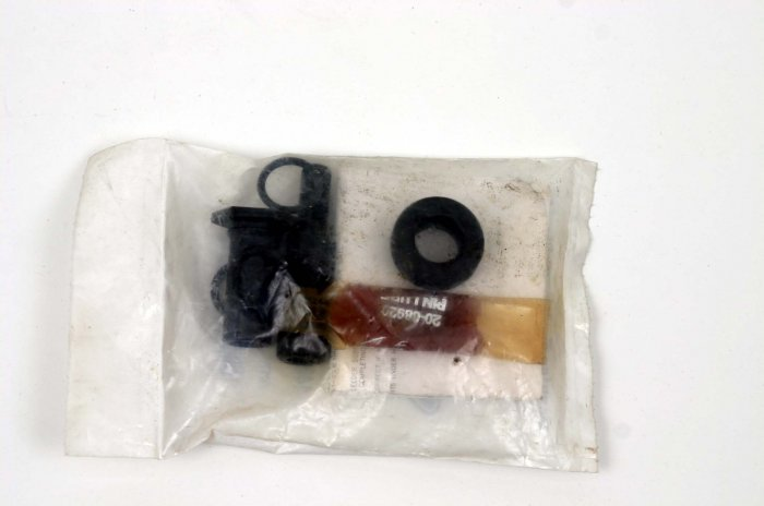HARLEY-DAVIDSON FRONT CALIPER PIN KIT 44053-83 NEW