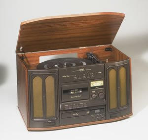 Nostalgic CD/AM/FM cassette system with turntable GF-330