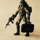 1:18 Word War two toy soldier army man pilot with rifle mask case
