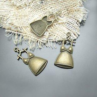 Lot of 200pcs mini Brass Skirt dollhouse miniature toy/jewelry Charm B2