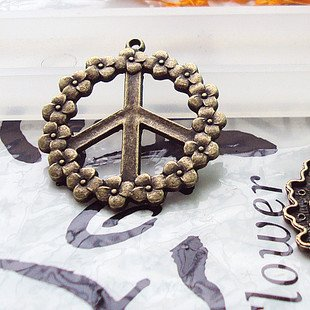 Lot of 100pcs Flower Peace dollhouse miniature toy/jewelry bracelet  metal alloy Charm CM770