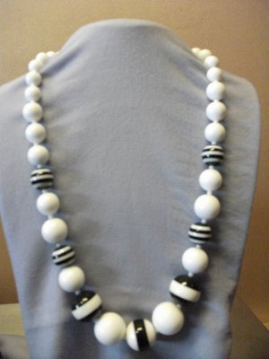 Black & White Bead Necklace Set