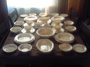 Homer Laughlin Virginia Rose 35 Piece Dinner Set