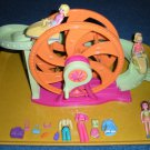 Polly Pocket Ferris Wheel, 3 dolls, Clothes & Accessories