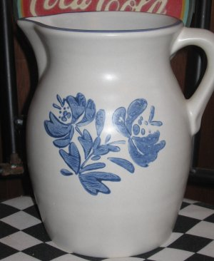 Pfaltzgraff Yorketown 2 quart Pitcher