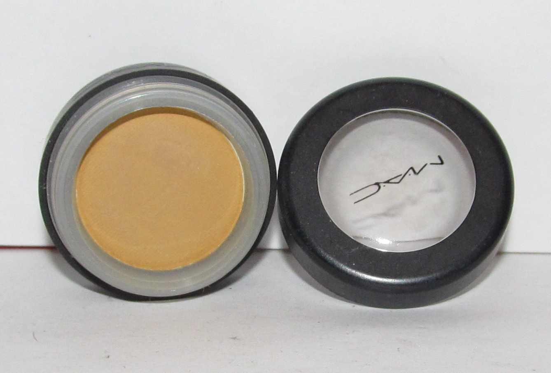 MAC - Fluff Eye Shadow - HTF - RARE - used