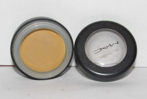 MAC - Fluff Eye Shadow - HTF - RARE - used