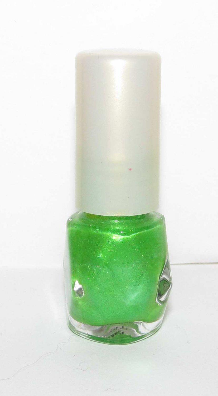 Kesho-Wakusei Nail Polish - Gorgeous green color