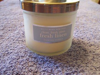 BATH & BODY WORKS - WHITE BARN NY - 4 oz FRESH LINEN CANDLE