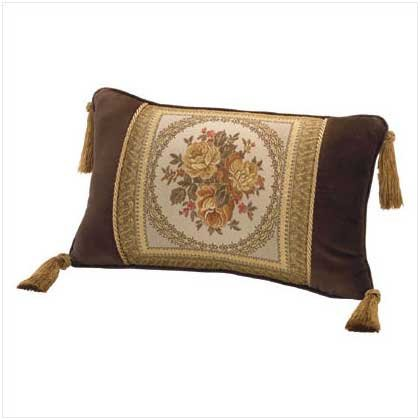 2 Decortive Throw Pillows