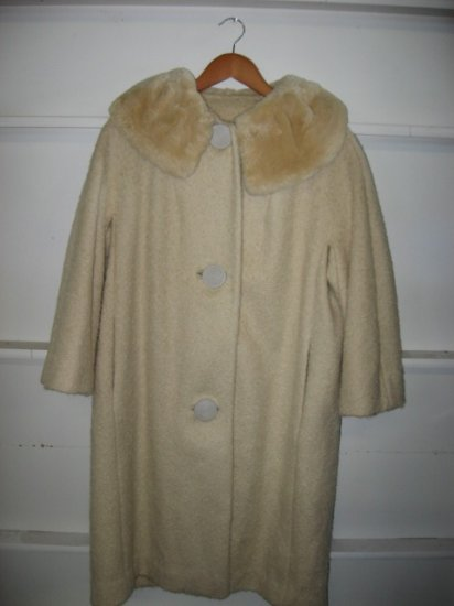 #10  Vintage Cream Womens Coat with Fur Collar