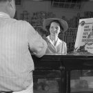WWII PROPAGANDA PHOTO VINTAGE PRETTY WOMAN GROCERY FOOD