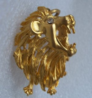 Vintage 3D Figural Roaring Rhinestone  Lion Pendant Gold tone