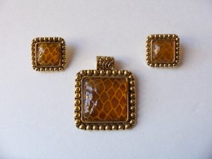 Vintage Faux Amber Honeycomb Snakeskin Design Pendant Earrings Set