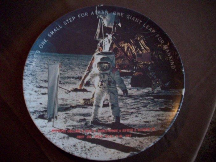 "10"" Plastic Moon Landing Plate"