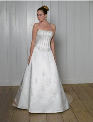 A-Line/Princess Strapless Chapel Train Satin wedding dress for brides 2010 Style(WDS0102)