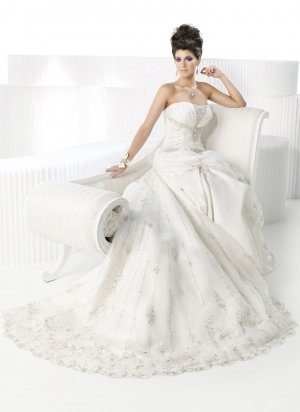 A-Line/Princess Strapless Cathedral Train Chiffon Wedding Dress(y083101)