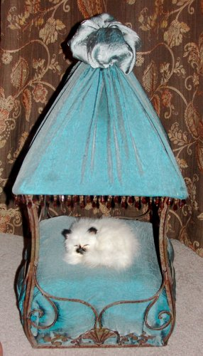 Under the Clark Gables, ***FREE SHIPPING!***  Pet Bed, Dog / Cat Bed