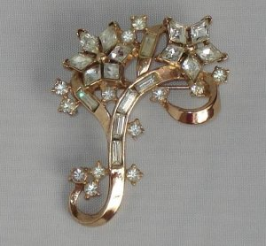 BROOCH (PIN): Trifari Vintage Women's 2 Rhinestone Flowers