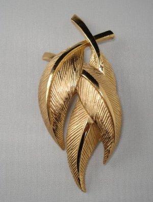 BROOCH (PIN): Trifari Vintage Women's 3 Goldtone Leaves