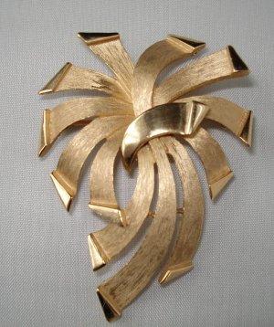 BROOCH (PIN): Trifari Vintage Women's Gold Firework