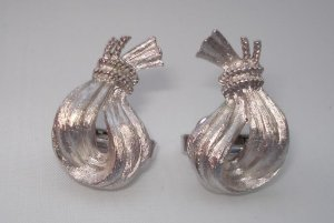 EARRINGS: Trifari Vintage Women's Silvertone Clip On