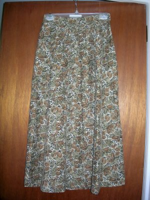 Size medium - NWT - Beautiful skirt in Fall colors -  SRP $34