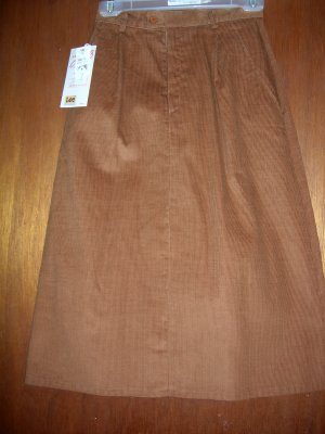 Size 6 Cinnamon colored skirt - Lee casuals - NWT