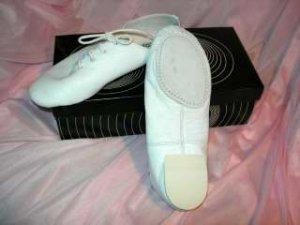 size 2.5 Child White Split Sole Jazz shoes SRP $43.50