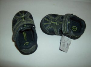 BRAND NEW SIZE 2 BOYS GENUINE KIDS OSHKOSH SANDALS