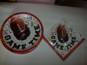BRAND NEW 18 MATCHING FOOTBALL GAME TIME PAPER PLATES AND 2 PLY NAPKINS