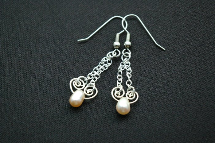 Handmade Free Form Wire Earring (Winter)