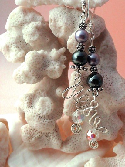 Handmade Free Form Wire Earring (Pearly Swirl)
