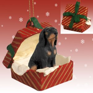 RGBD127 Black & Tan Coonhound Red Gift Box Ornament