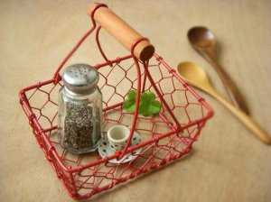 Red Rectangle Chicken Wire Basket