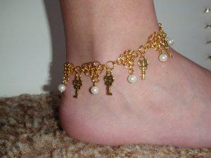White Queen of Wonderland Anklet