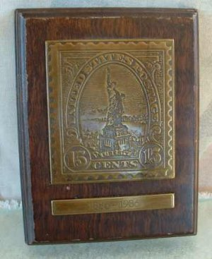 Avon 1985 STATUE OF LIBERTY Wall Plaque 15 cent Stamp 1886-1986 Paperweight