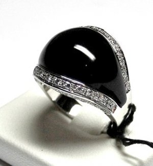 MADE IN ITALY VALENZA 18K WHITE GOLD RING, WITH .032 oz. ONYX STONE & 0.70 kt DIAMONDS, NEW AGE