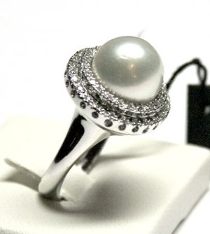 MADE IN ITALY VALENZA 18K WHITE GOLD RING, WITH CENTRAL BIG AUSTRALIAN PEARL AND 0.50 kt DIAMONDS