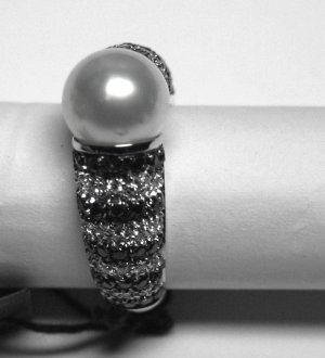 MADE IN ITALY VALENZA 18K WHITE GOLD RING, WITH AUSTRALIAN PEARL AND 1.38 KT BLACK & WHITE DIAMONDS