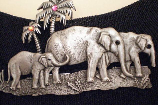#P018 - Elephant Family of Three Pin