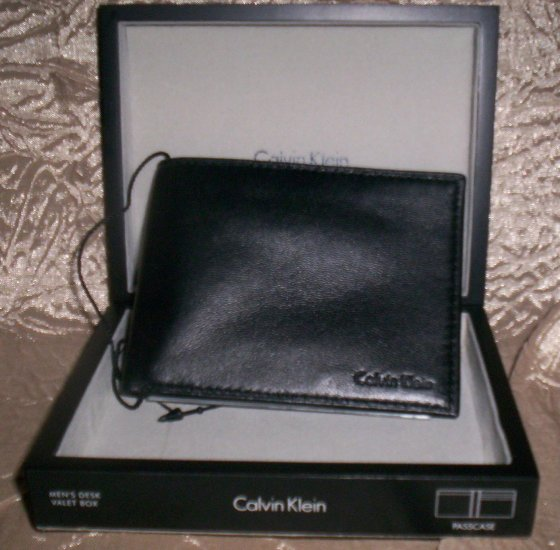 Calvin Klein Leather Bi-Fold Wallet with Removable ID Folio in Black