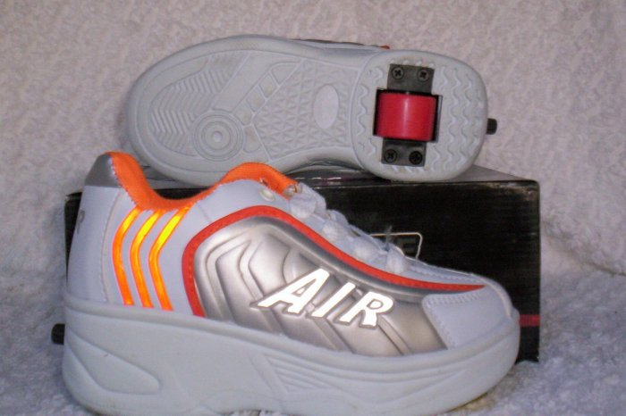 Air Skate Brand Heelies / Wheelies in White/Orange/Silver Youth Size 2