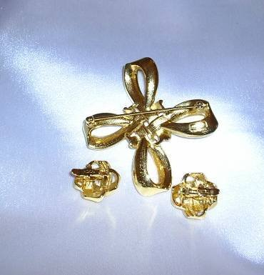 Vintage Trifari 3pc Gold-tone Pin & Earrings Set, Signed
