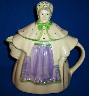 "Vintage Shawnee Pottery ""Granny Ann Teapot"" Patented,USA"