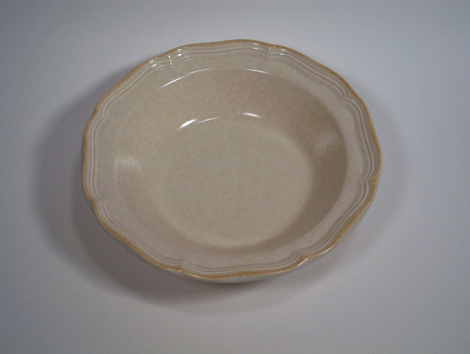 "Mikasa Country Charm  Vegetable Serving Bowl Round 9.75"" FG000"