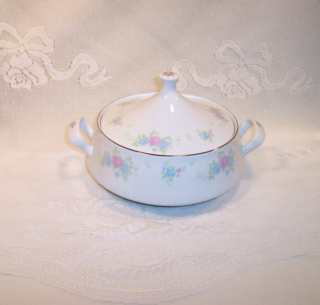 Prestige - China Garden - Covered Vegetable Bowl with handles Pink and Blue flowers